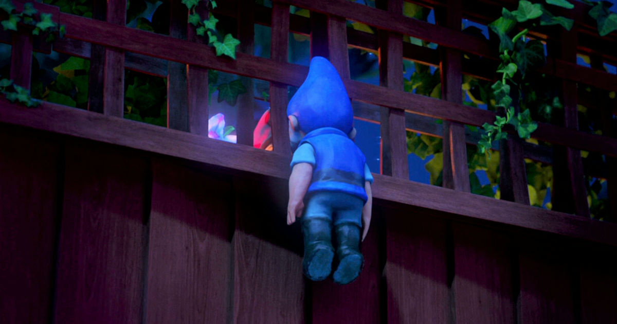 Funday - 10 Struggles Of Being A Tiny Person, According To Gnomeo And Juliet! - 1008