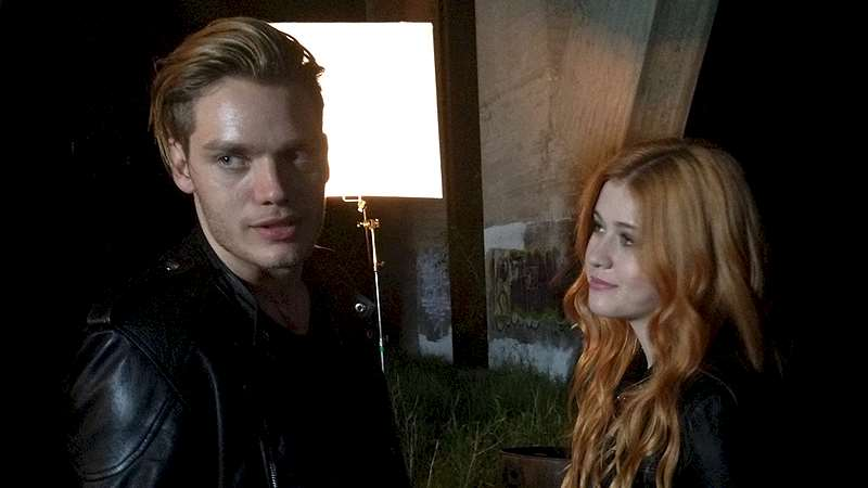 Shadowhunters - Quick Video: Dom and Katherine as Jace and Clary - Thumb