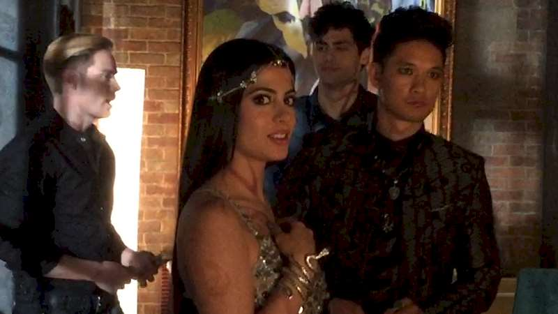 Shadowhunters - EXCLUSIVE: Behind The Scenes Video of Izzy, Magnus, Jace and Alec - Thumb