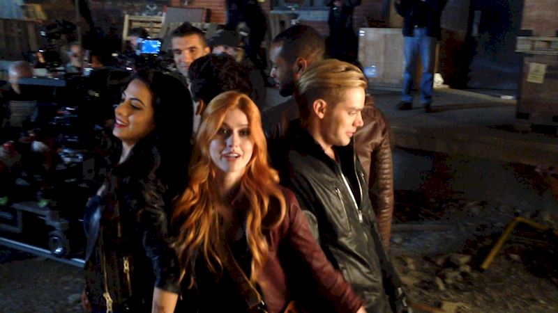 Shadowhunters - [EXCLUSIVE VIDEO] 1, 2, 3... Trust Fall! - Thumb