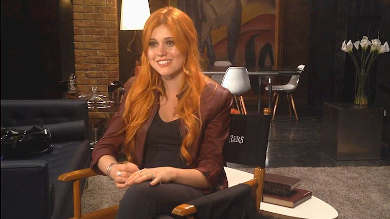 Shadowhunters - [EXCLUSIVE VIDEO] Katherine Talks About Clary's Costume!  - Thumb