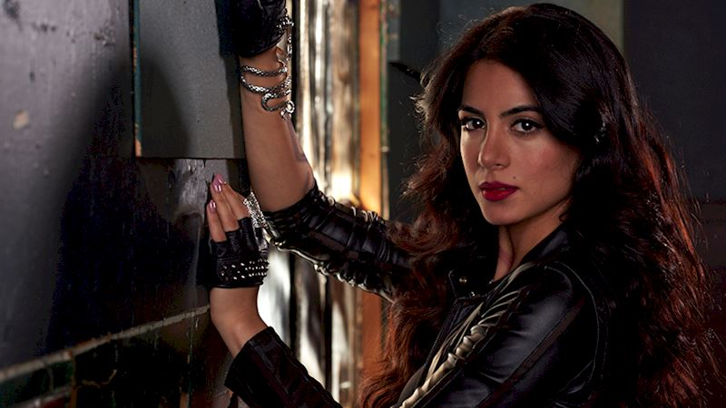 Shadowhunters - [VIDEO] Getting Up Close And Personal: Isabelle Lightwood - Up Next Thumb