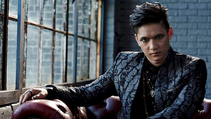 Shadowhunters - [VIDEO] Getting Up Close And Personal: Magnus Bane - Thumb
