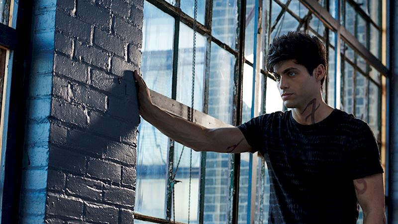 Shadowhunters - [VIDEO] Getting Up Close And Personal: Alec Lightwood - Thumb