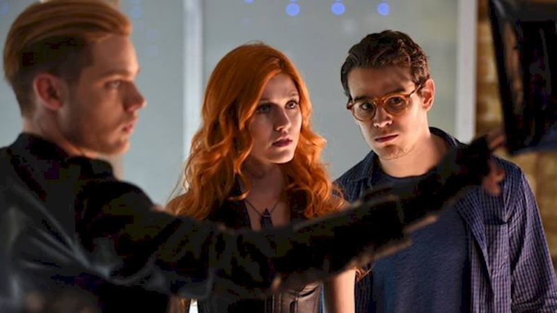 Shadowhunters - Episode 102: The Cast's Commentary! - Thumb