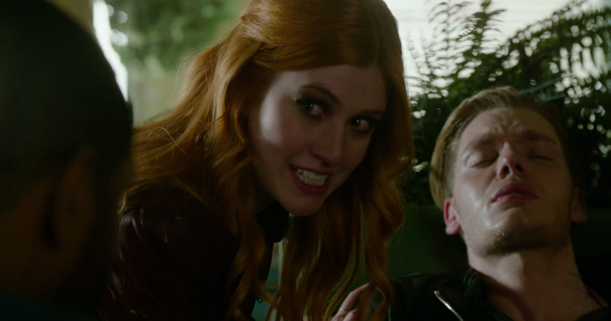 Shadowhunters - 19 Reasons Clary Was So Lucky To Have Luke As Her Dad! - 1016
