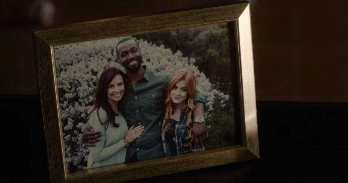 Shadowhunters - 19 Reasons Clary Was So Lucky To Have Luke As Her Dad! - 1010