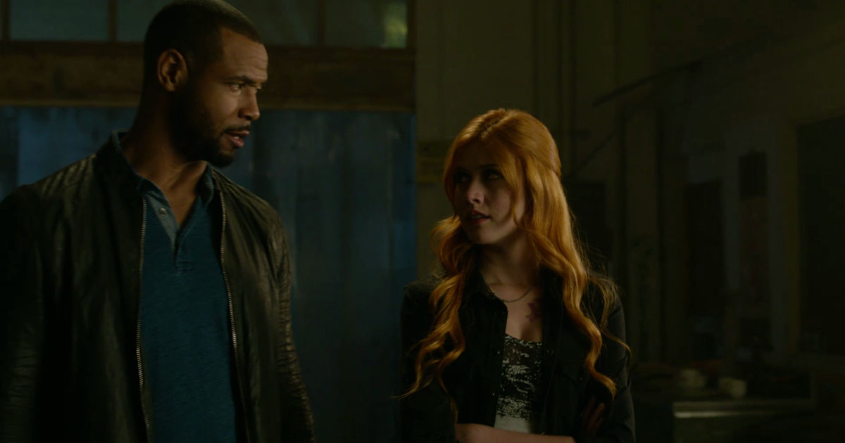 Shadowhunters - 19 Reasons Clary Was So Lucky To Have Luke As Her Dad! - 1017