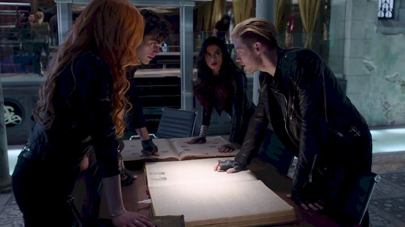 Shadowhunters - [QUIZ] Which Shadowhunter Would Run Your Hotel DuMort Rescue Mission? - Thumb