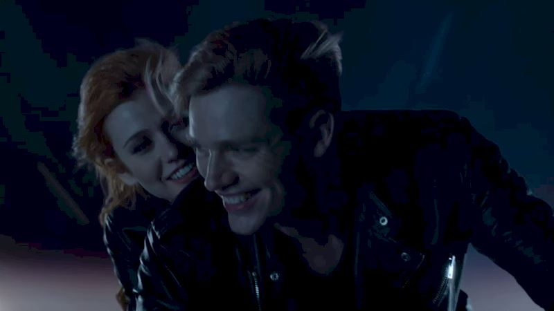 Shadowhunters - [QUIZ] Who Would You Visit On A Flying Motorcycle? - Thumb