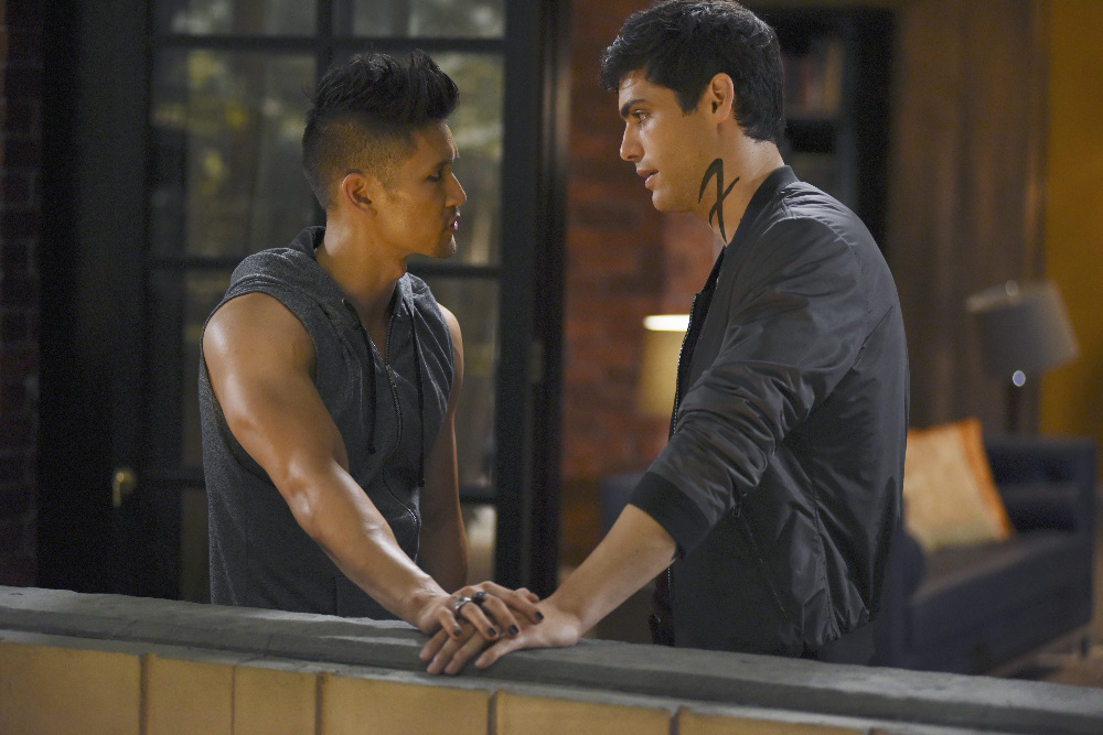 Resultado de imagem para shadowhunters this guilty blood alec and magnus