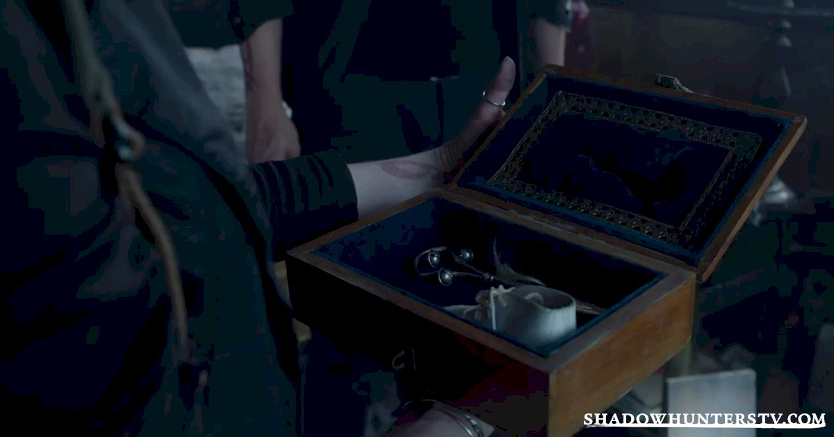 Shadowhunters - 18 Things You Might Have Missed From Episode Five! - 1012