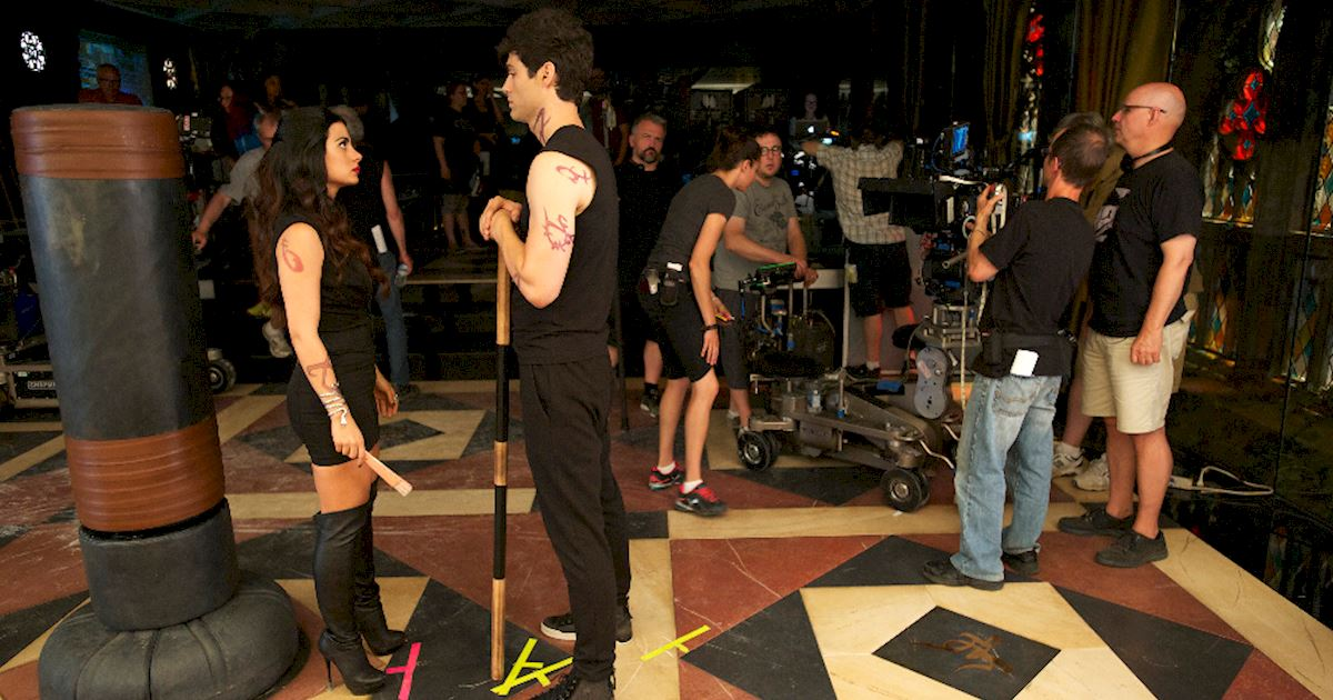 Shadowhunters - [PHOTOS] Episode 106: See How The Shadow World Was Brought To Life - 1018
