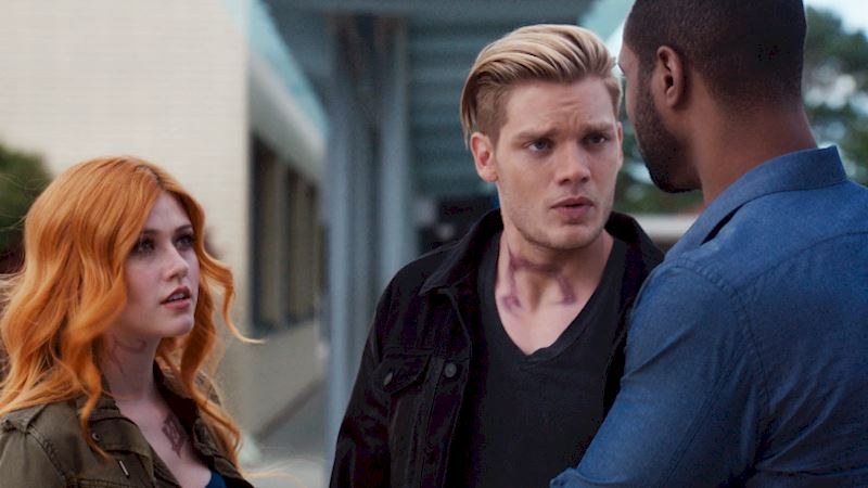 Shadowhunters - [EXCLUSIVE SNEAK PEEK] Episode 107: Isn't Luke Supposed To Solve Crimes And Not Cause Them? - Thumb
