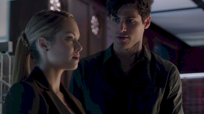 Shadowhunters - [EXCLUSIVE] Episode 10 Sneak Peek: Is Alec Having Second Thoughts About Becoming A Newly Wed? - Thumb