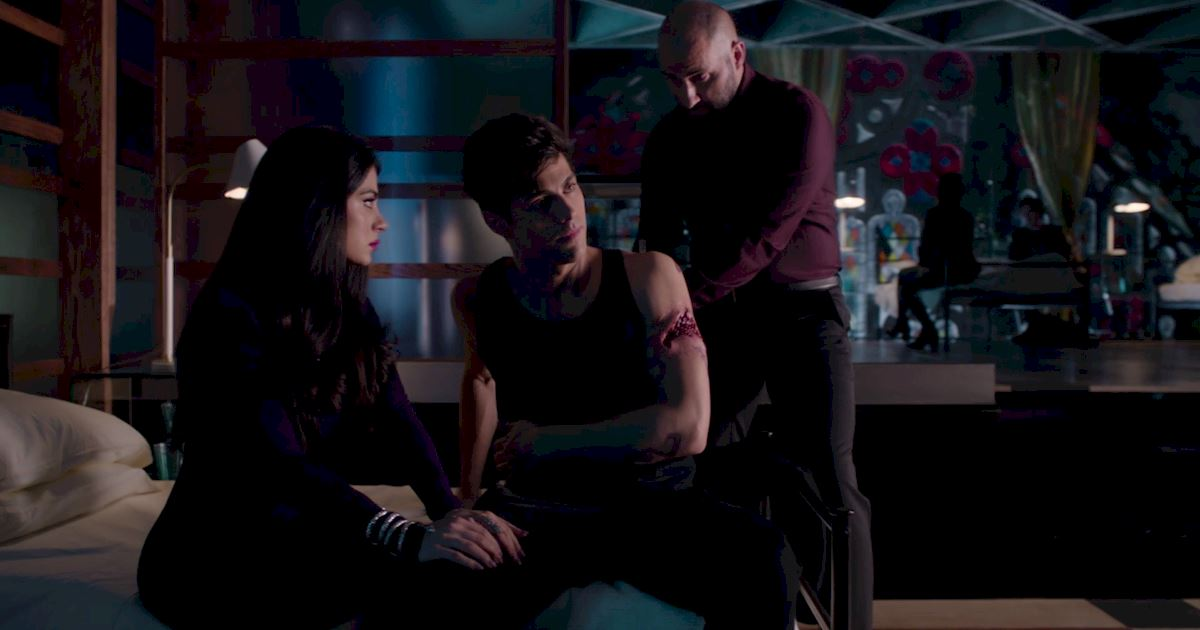 Shadowhunters - Episode 9: 30 Magical Moments You Might Have Missed! - 1005