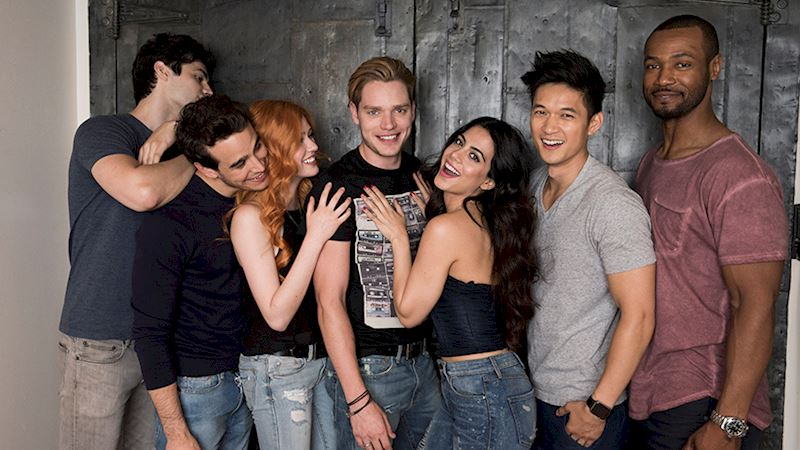 Shadowhunters - Follow Along with Our Live Chat!  - Thumb