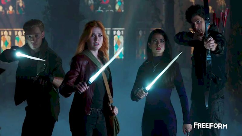 Shadowhunters - FINALE: Sneak Peak Of Episode 13! Valentine Is Back! - Up Next Thumb