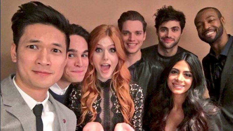Shadowhunters - SEASON FINALE: Watch The Cast React To The Final Episode Of Season One! - Thumb