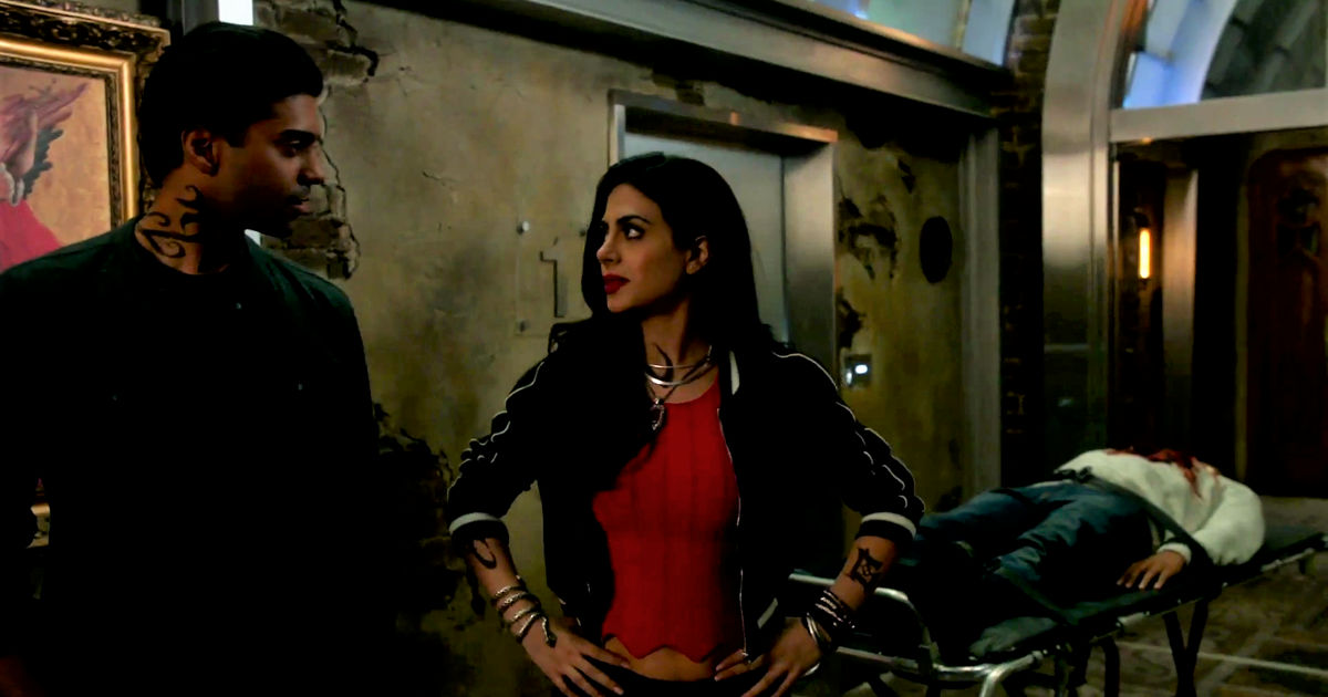 Shadowhunters - Izzy And Lydia Investigate A Mysterious Demon In This Thrilling S2E4 Sneak Peek! - 1012