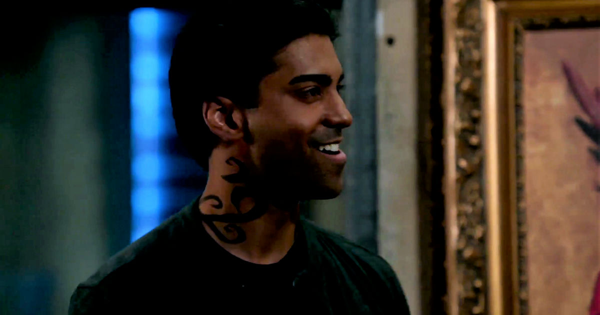 Shadowhunters - Izzy And Lydia Investigate A Mysterious Demon In This Thrilling S2E4 Sneak Peek! - 1013