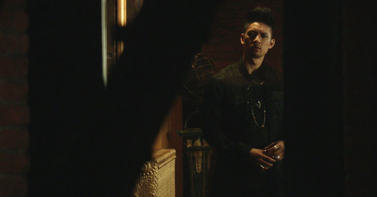 Shadowhunters - Magnus Finds A Heartbroken Alec On His Fire Escape In This  Sneak Peek Of S2E5!  - 1002