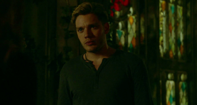 Shadowhunters - S2E5 Sneak Peek: Jace And Clary Argue About Bringing Jocelyn Back From The Dead! - 1004