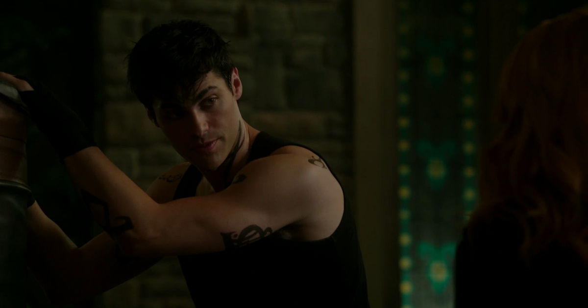 Shadowhunters - Alec And Clary Fight Over Who Loves Jace The Most In This Episode 2 Sneak Peek! - 1004